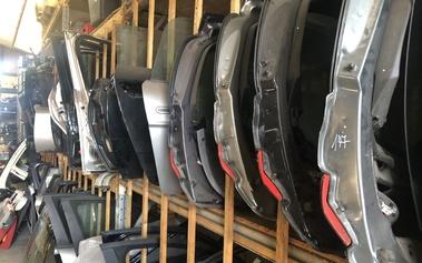 Deuren, kofferdeksels, motorkap, bumpers, spatborden